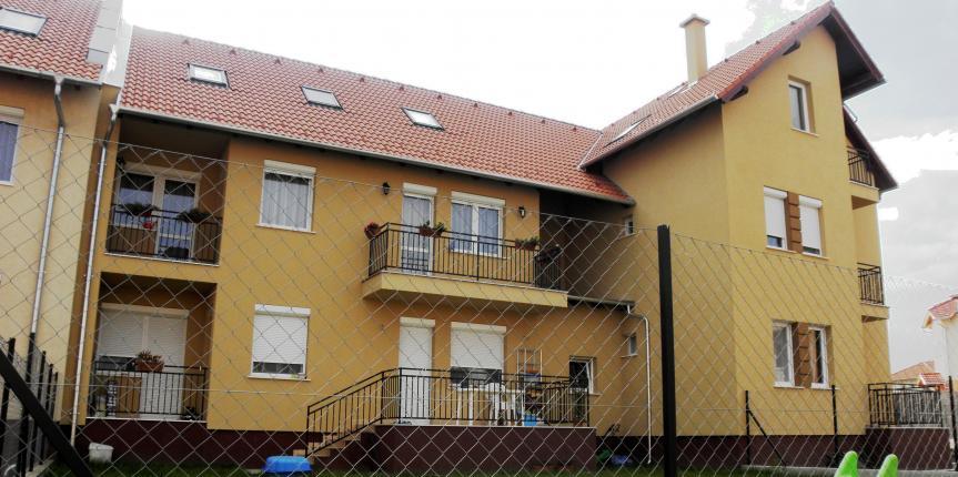 Hatlakásos társasház, Dunakeszi (2009)